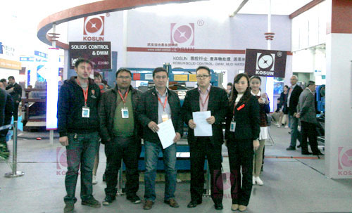 Mongolian client signed the contract with KOSUN about solids control system on 2012 CIPPE.jpg